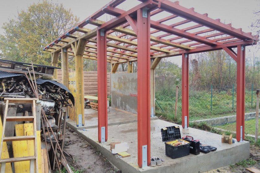 výstavba prístrešku na drevo