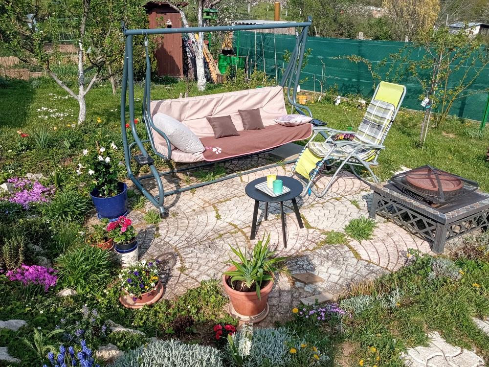posedenie v záhradke