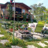 okrasná záhradka s chatkou