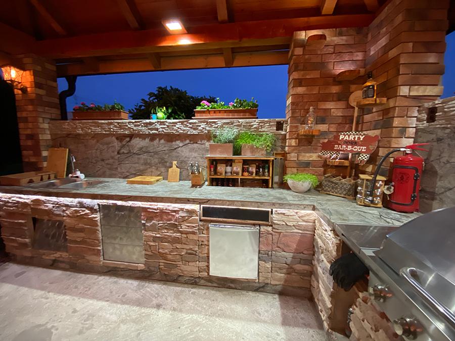 Veľká záhradná kuchyňa na americký štýl