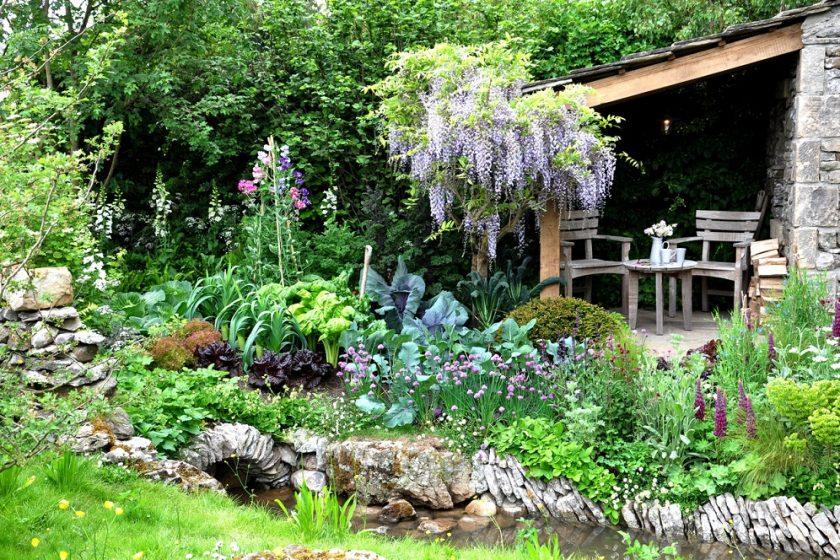 okrasná záhrada s vistériou
