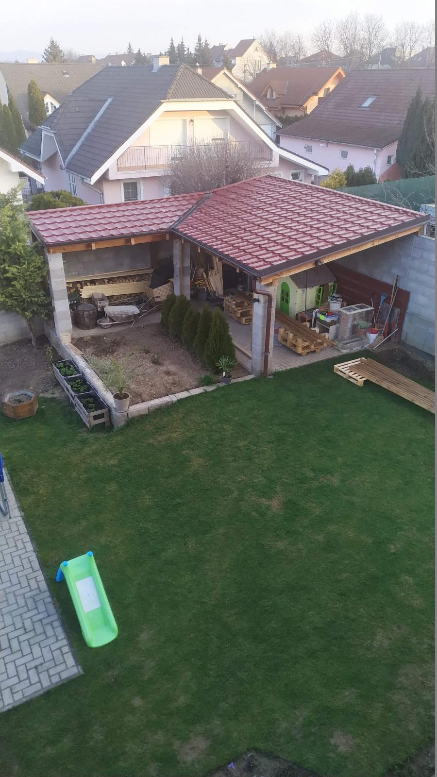 záhradný altánok pred rekonštrukciou