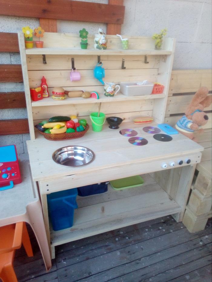 Detská kuchynka z paliet