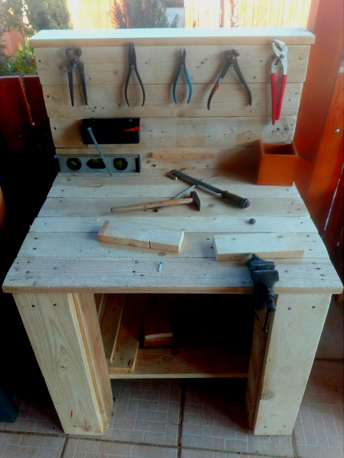 Pracovný stolík z paliet
