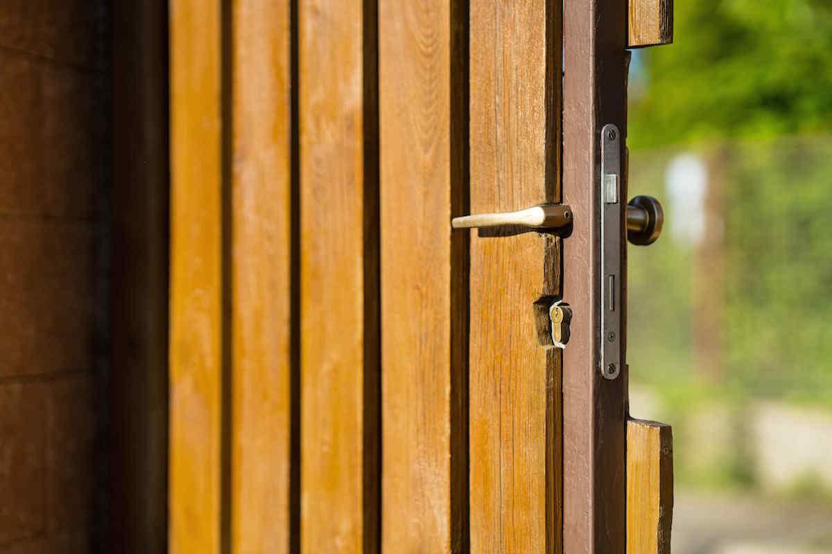 Drevene dvere na plote
