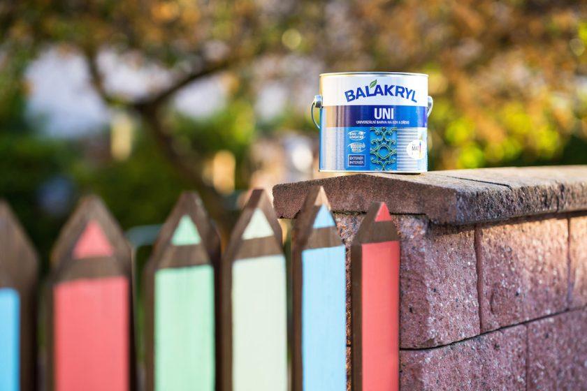 Farebný plot a Balakryl UNI na ňom
