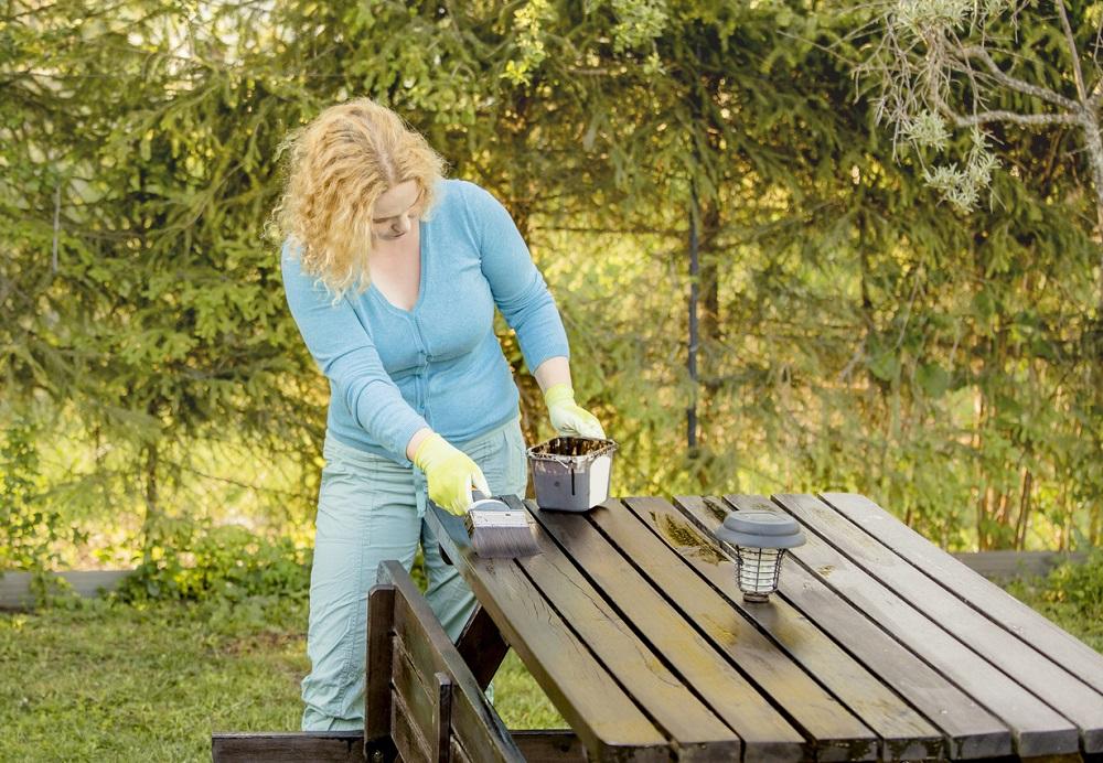 Renovácia dreveného záhradného nábytku