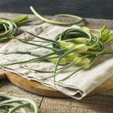 Kvetné stonky cesnaku