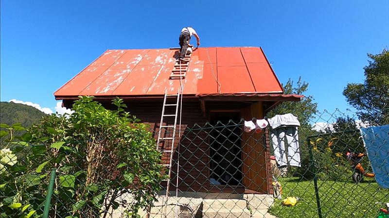 Natieranie plechovej strechy