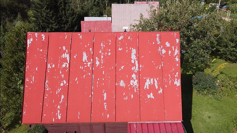 Záhradná chatka pred rekonštrukciou strechy