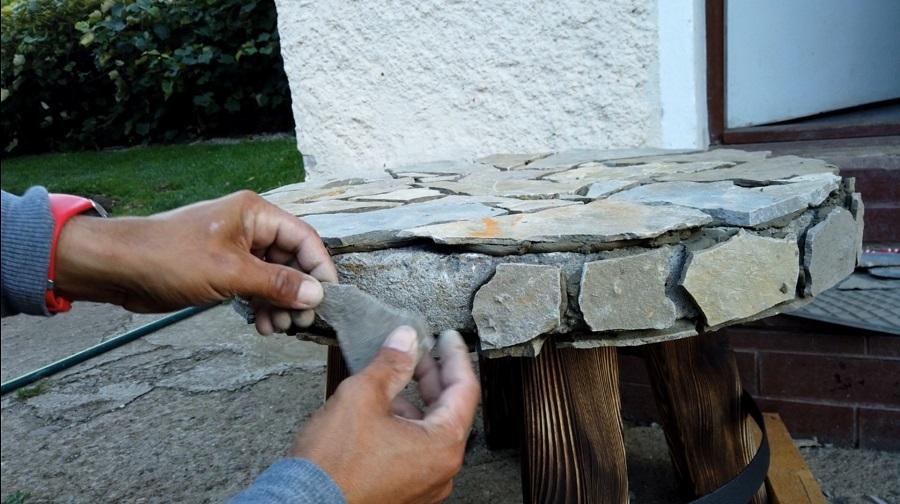 Výroba stolíka z betónového poklopu od žumpy