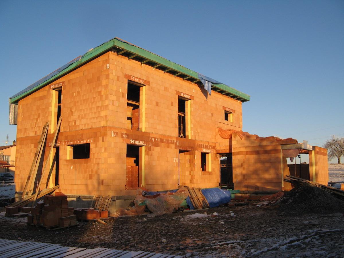 Rozostavaný tehlový rodinný dom