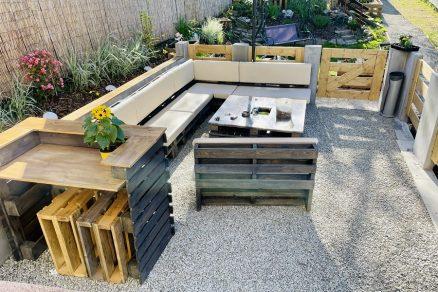 Stavba záhradného posedenia z paliet