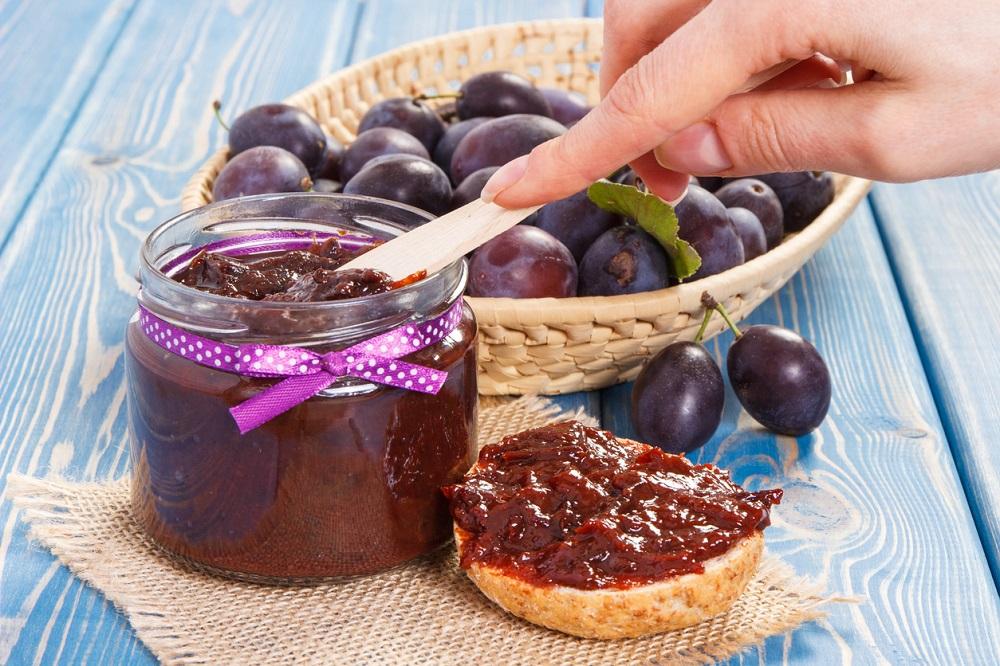 Jednoduchý slivkovo-škoricový džem