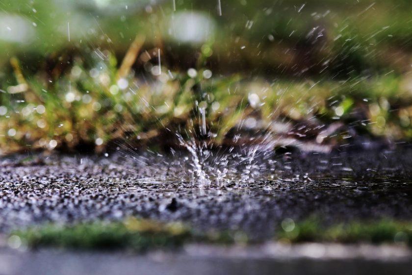podmáčanie pôdy pri silnom daždi