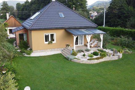 Rodinný dom s novou fasádnou omietkou