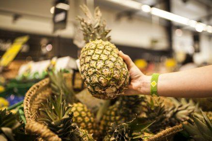Ananás v obchode