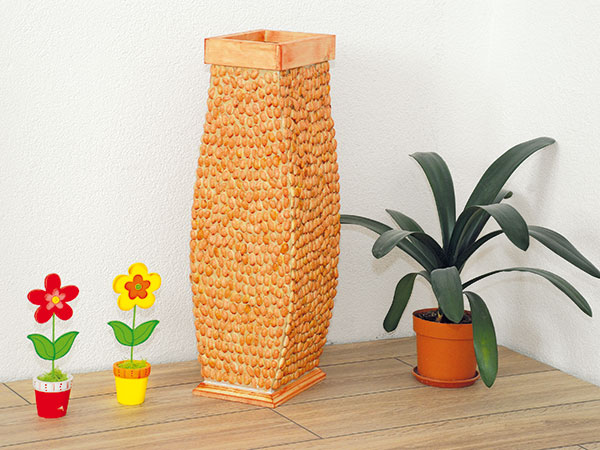 Váza z kartónu