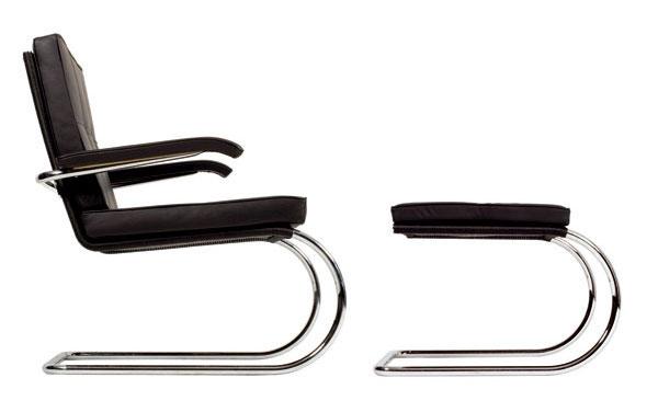 S rešpektom k princípu funkčnosti a konštrukčnej čistoty školy Bauhaus ohýbajú už desaťročia v dielňach spoločnosti Tecta kovové rúrky podľa vzoru Le Corbusiera, Eileen Grayovej, Breuera či Miesa van der Rohea. V tomto prípade sa o model D 5A pričinil Sergius Ruegenberg.