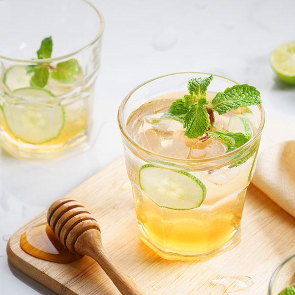 svieži drink s medom