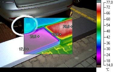 rozdielne povrchové teploty bieleho a sivého polystyrénu