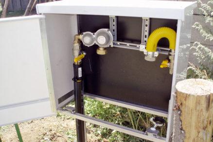 Elektrická prípojka podľa zákona [3] nie je obecne podpäťová (fázové napätie – všetky 3 fázy, ochrana reaguje pri prekročení nastavenej.