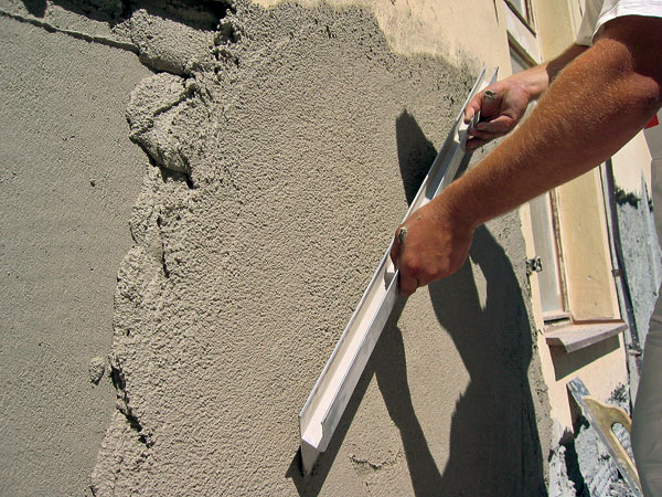 Vzdušná sanačná omietka umožňuje odparenie zvyškovej vlhkosti z muriva a bráni tvoreniu solí na povrchu