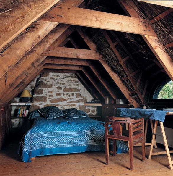 Svetlá výška priestoru chaty nemusí vždy dosahovať minimálnu podchodnú výšku. (Antonio Duarte)