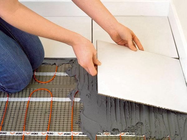 Vykurovacia rohož je vhodná na temperovanie tenkých renovovaných podláh. K jej výhodám patrí možnosť aplikácie na pôvodné podlahy, čím odpadá stavebný neporiadok súvisiaci s?odstraňovaním starej krytiny.