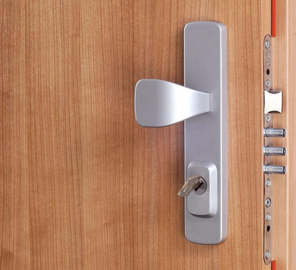 6bfa01f14e Vyberáte bezpečnostné dvere  Certifikované bezpečnostné kovanie s ...