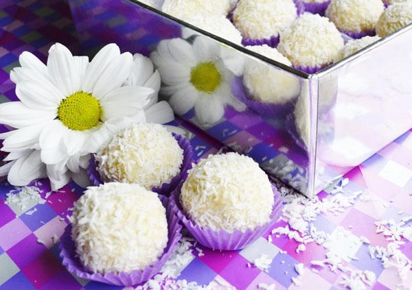 Ako si jednoducho vyrobiť kokosové guľky Raffaello