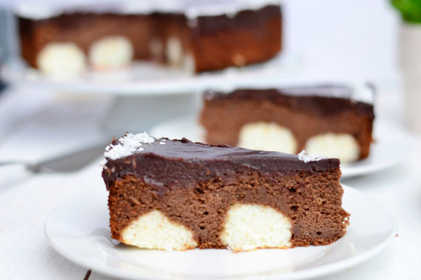 cokoladova torta s kokosovo tvarohovymi gulkami