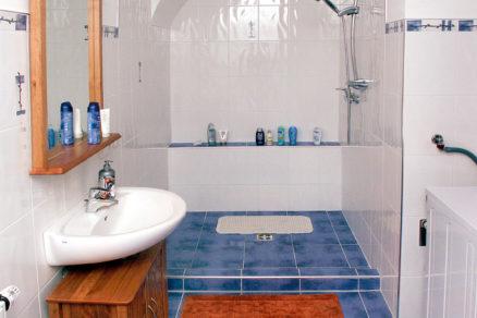 Obklad stien v kúpeľni zvládnete lacno aj sami