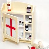Vyrobte si nástennú lekárničku z dreva