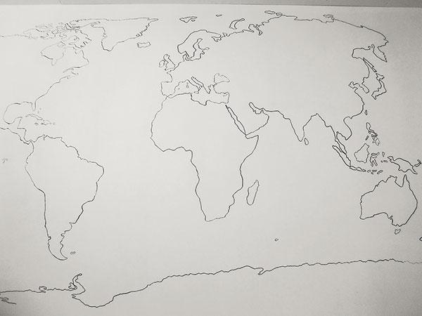 Sprestrite si nudnú bielu stenu mapou sveta