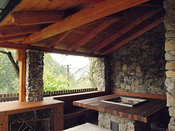 Kamenný altán s drevom - hrubá stavba