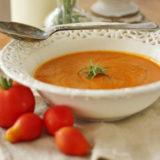 Jesenná polievka z pečenej tekvice a rajčín