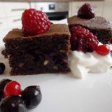 Vláčne avokádové brownies osladené medom