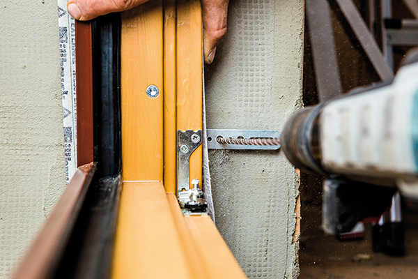 Ako postupovať pri montáži drevohliníkových okien