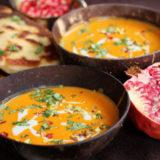 Marocká tekvicová polievka s granátovým jablkom a domácim indickým chlebom