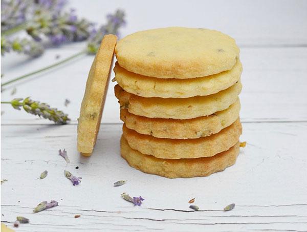 Ako si upiecť maslovo-levanduľové sušienky