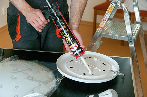Výsledky súťaže o balíček lepidiel Pattex ONE FOR ALL! Prilepiť svetlo na strop? Ľahké!