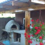 Jednoduchá a pekná záhradná piecka na pizzu a iné dobroty