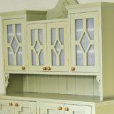 Ak máte starý kredenc, nábytková premena nemusí stáť veľa peňazí!