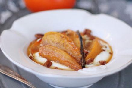 Neviete, ako si vychutnať hurmikaki? Skúste s kardamónom a gréckym jogurtom!
