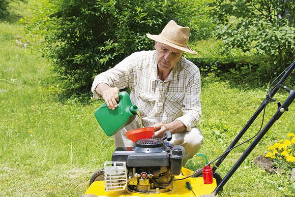 Svojpomocná príprava kosačky na sezónu aj bez drahého servisu!