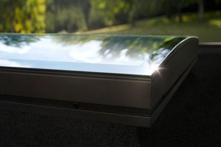 NOVINKA: Prvé okno do plochej strechy so zaobleným zasklením