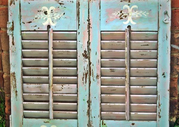 Ako sa dajú využiť staré drevené okenice?