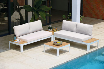 Záhradný nábytok pre jarné posedenie na záhradách a terasách
