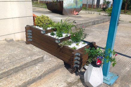 Ako na renováciu dreveného kvetináča